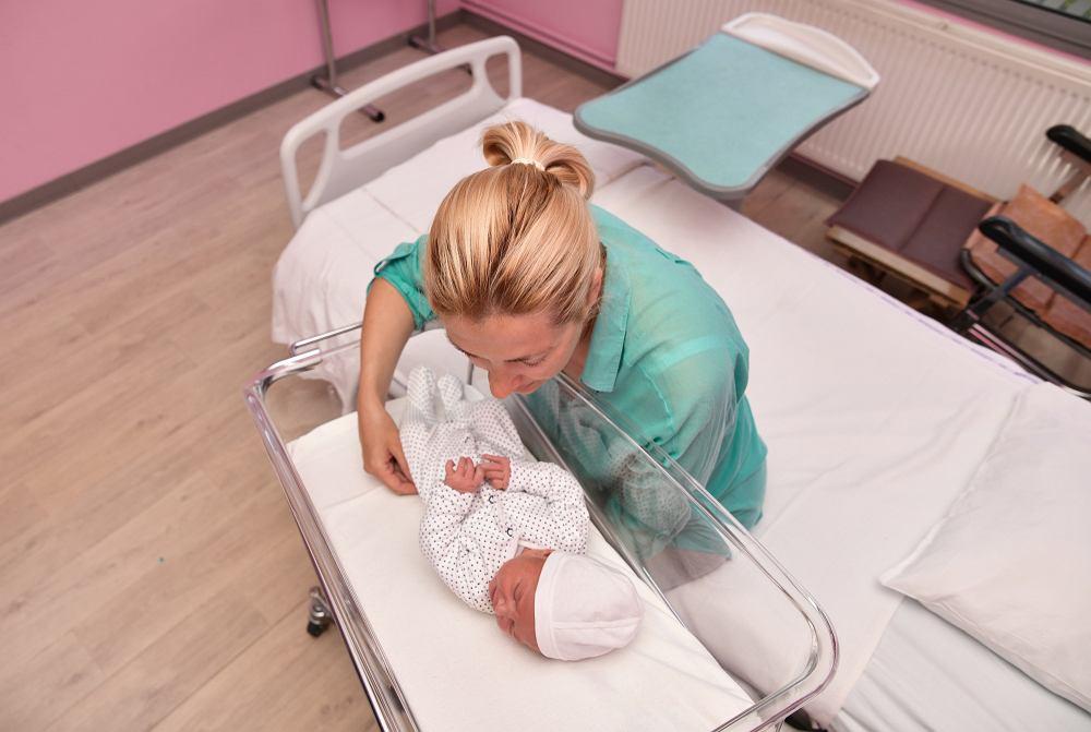 Rooming-in, określany również jako system matka-dziecko został wprowadzony do polskich oddziałów położniczych w 1994 roku.