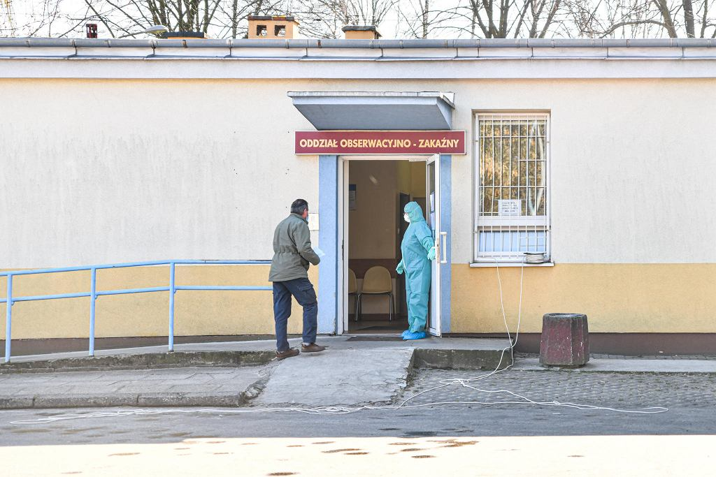 Koronawirus. W Radomiu zmarły dwie kolejne zakażone osoby. Sanepid odnotował też 21 nowych ozdrowień