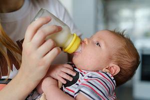 Mleko początkowe a następne. Jaka jest różnica? Kiedy zmienić?