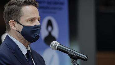 Prezydent Rafał Trzaskowski podczas konferencji na temat miejskich punktów szczepień
