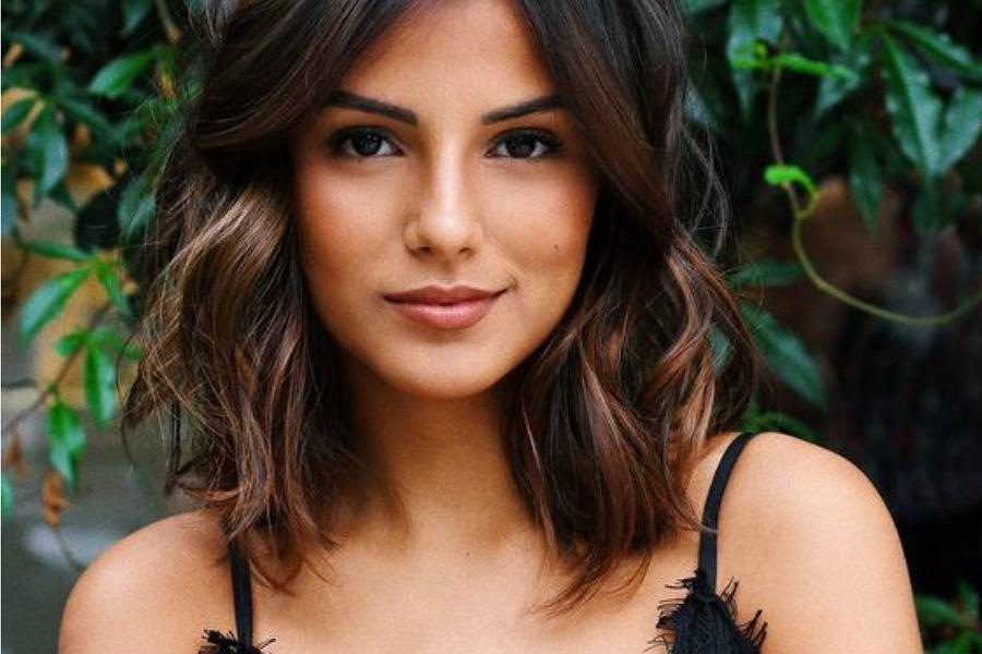 fryzura ze średnich włosów