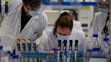 Janssen Pharmaceutical ma nadzieję wkrótce rozpocząć badania kliniczne nad potencjalną szczepionką przeciw COVID-19 Beerse, Belgia