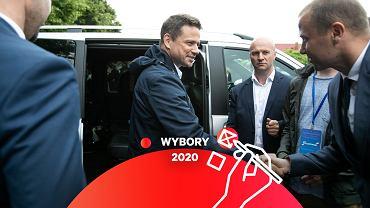 Kandydat na prezydenta Rafał Trzaskowski podczas wizyty wyborczej