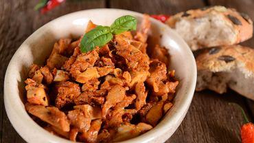 Shoarma pojawia się w menu wielu restauracji i jest bardzo popularna wśród stołujących się poza domem.