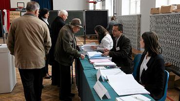 Głosowanie w ostatnich wyborach samorządowych w jednym z lokali we Wrocławiu