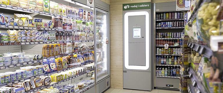 Żabka wprowadza automaty pocztowe do swoich sklepów. Pierwszy już stoi w Poznaniu