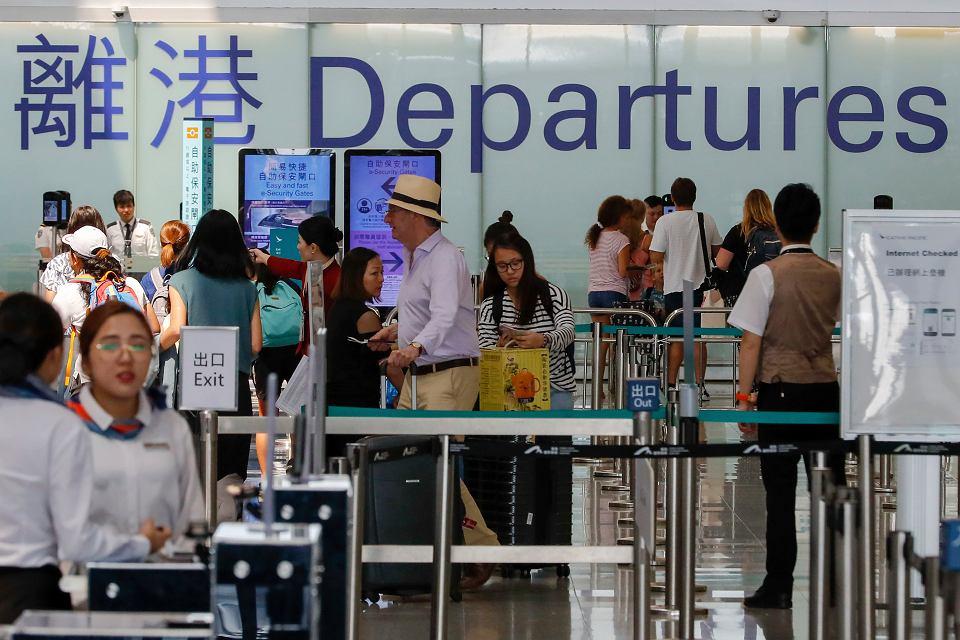 Po dwóch dniach zawieszenia lotów Hongkong przywraca ruch lotniczy, 14 sierpnia 2019 r.
