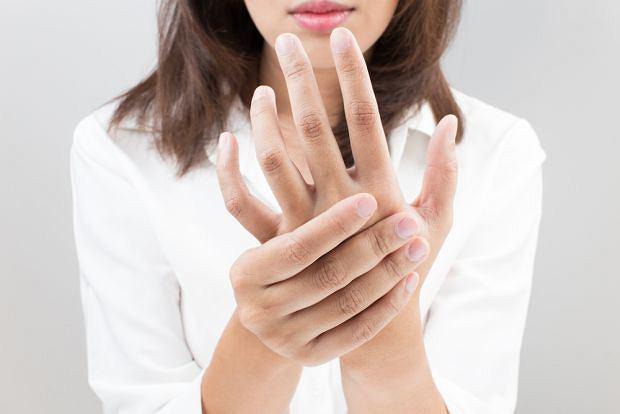 Częste drętwienie rąk może oznaczać poważne problemy ze zdrowiem