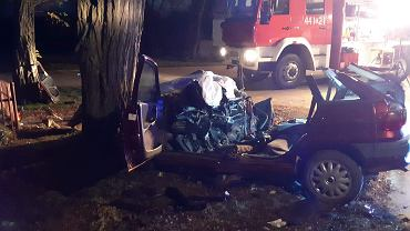 Brzozowa (powiat opatowski), 1 listopada 2018. W wypadku zginęły dwie osoby, cztery zostały ranne