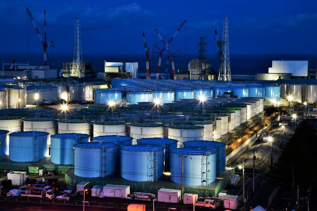 Zbiorniki z wodą w elektrowni w Fukushimie