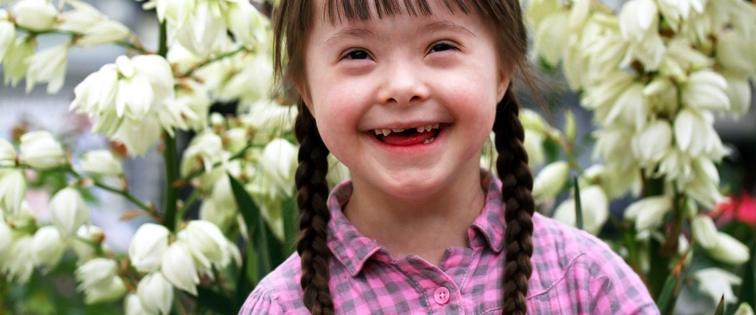 Dziewczynka z zespołem Downa (fot. shutterstock.com)