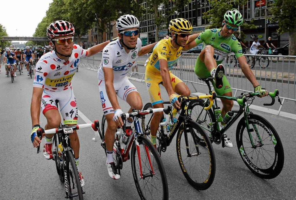 Jeden z najpiękniejszych w historii polskiego kolarstwa wyścig Tour de France dobiegł końca. Kolarze przejechali w niedzielę