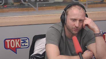 Borys Szyc w studiu TOK FM.