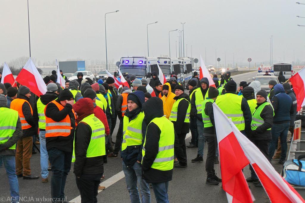 12.12.2018, autostrada A2 w okolicach Grodziska Mazowieckiego, blokada drogi i protest rolników.