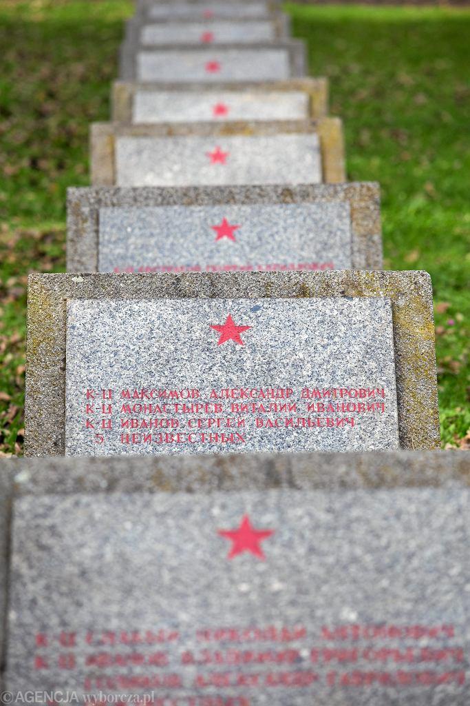Podpułkownik Zbigniew J. poznał oficerów GRU z ambasady Rosji podczas uroczystości na cmentarzach żołnierzy Armii Czerwonej