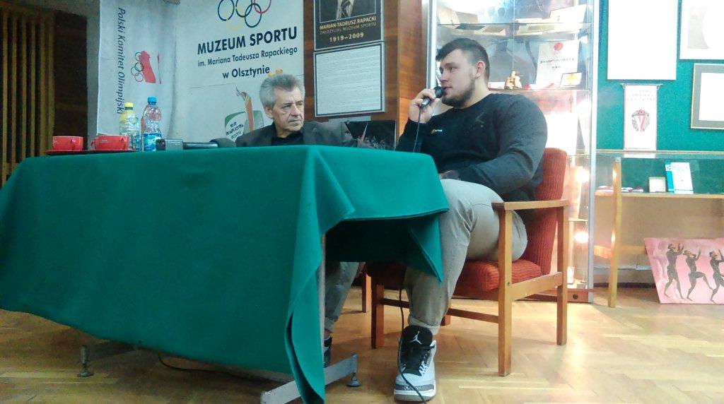 Konrad Bukowiecki był gościem spotkania w olsztyńskim Muzeum Sportu im. Mariana Rapackiego