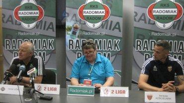 Werner Liczka (z lewej) i Ireneusz Kościelniak (z prawej) na konferencji prasowej po meczu Radomiak Radom - Polonia Bytom