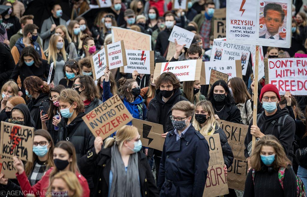 Strajk Kobiet. Protest przeciw orzeczeniu Trybunału Konstytucyjnego ws. aborcji. 28 października, Katowice