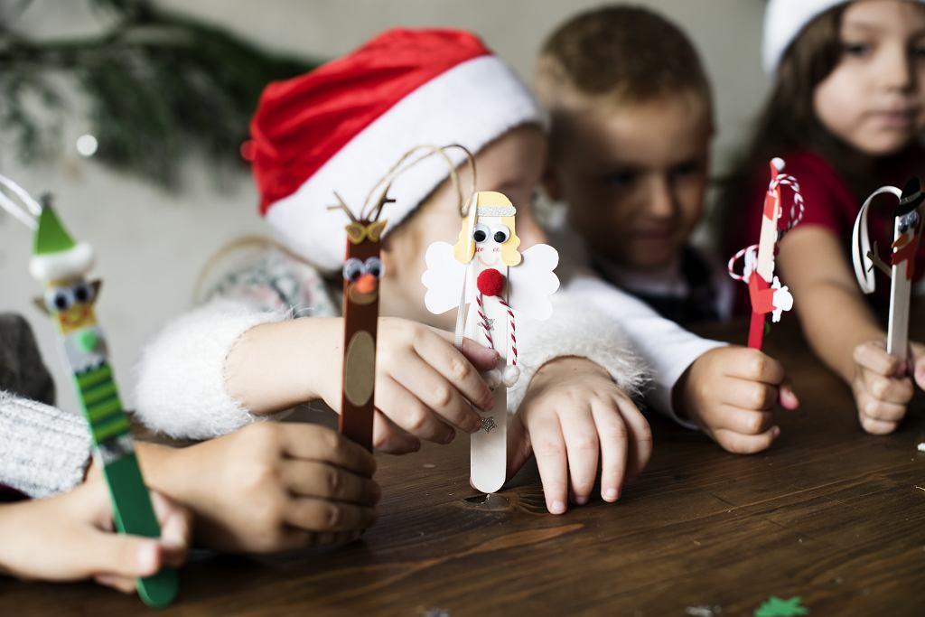 Prezenty na mikołajki dla dzieci w szkole - postawić można na kupne rzeczy albo te samodzielnie zrobione
