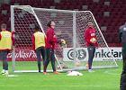 Kadra się bawi! Szczęsny nie trafił w konstrukcję dachu na Stadionie Narodowym, wtedy piłkę wziął Szukała i pozamiatał!