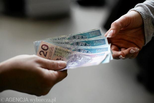 Płaca minimalna w przyszłym roku wzrośnie. Odczują to w kieszeniach zarabiający najniższą krajową