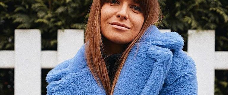 Anna Lewandowska podsumowuje swój rok i zachęca do tego swoich fanów. My patrzymy na jej niebieski płaszcz teddy coat od znanej marki. Jest świetny!