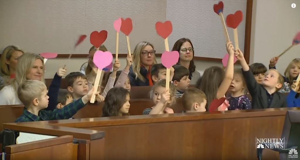Chłopiec otrzymał wsparcie podczas przesłuchania adopcyjnego
