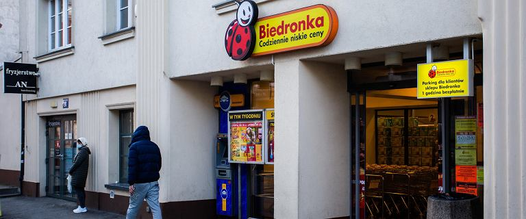 """Kraków. Ochroniarz z Biedronki zaatakował klienta. """"Nikt mi nie pomógł"""""""