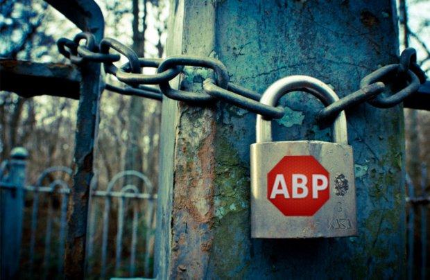 Użytkownicy ABP są zabezpieczeni przed nachalnymi reklamami. Niektóre jednak wciąż są widoczne.
