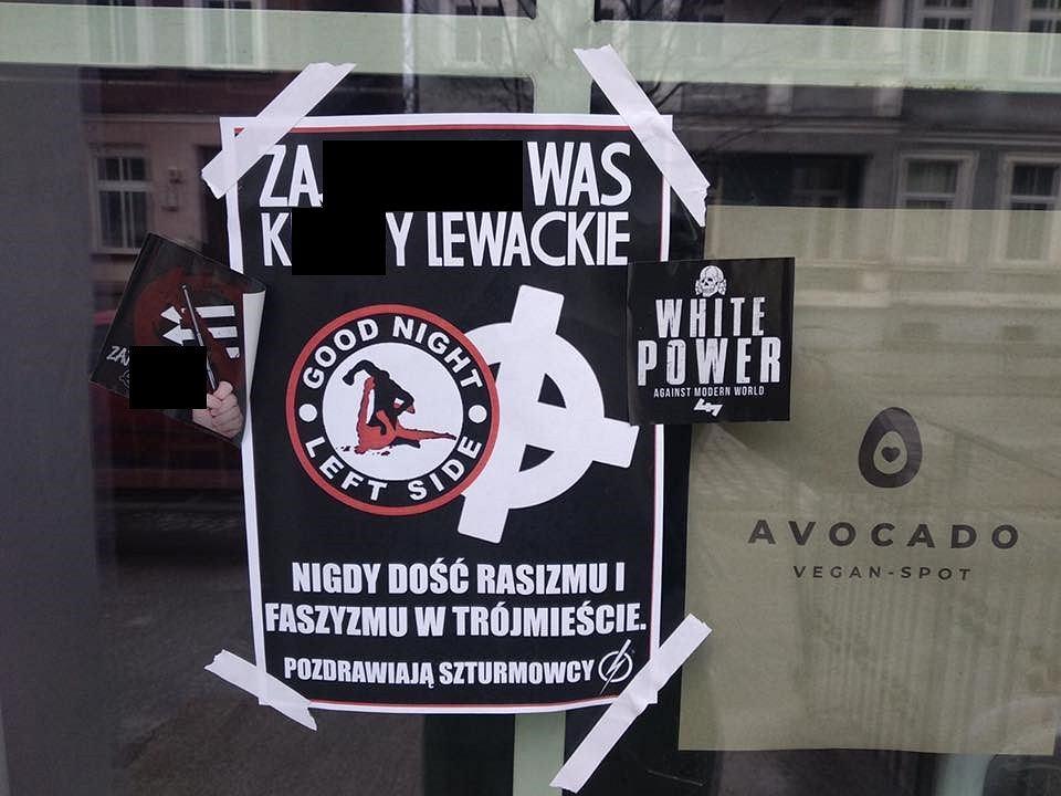 Plakaty z treściami nazistowskimi na dwóch barach wegańskich w Gdańsku