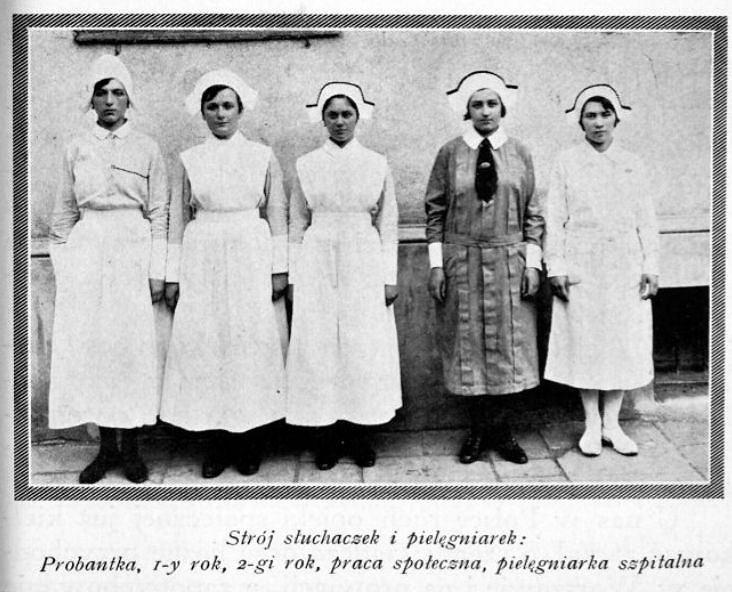 W 1923 roku Towarzystwo Popierania Szkoły Pielęgniarstwa założyło przy Szpitalu Starozakonnych na Czystem przy ulicy Dworskiej 17 Szkołę Pielęgniarstwa, a jej pierwszą dyrektorką została Amelia Greenwald.