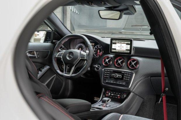 Mercedes-Benz A45 AMG - wnętrze