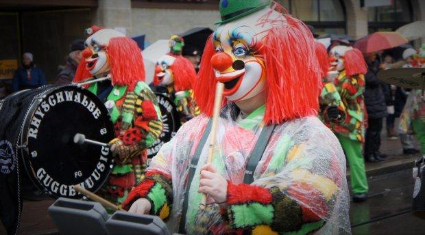 Klika klaunów podczas Karnawału w Bazylei