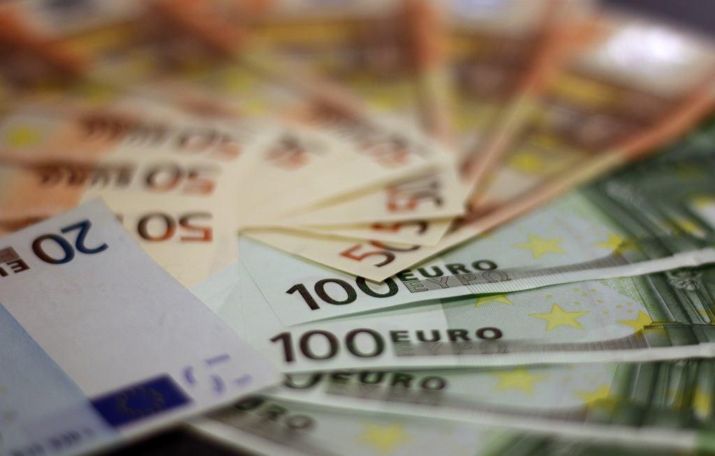 Europejczycy zaoszczędzili w czasie pandemii miliardy euro