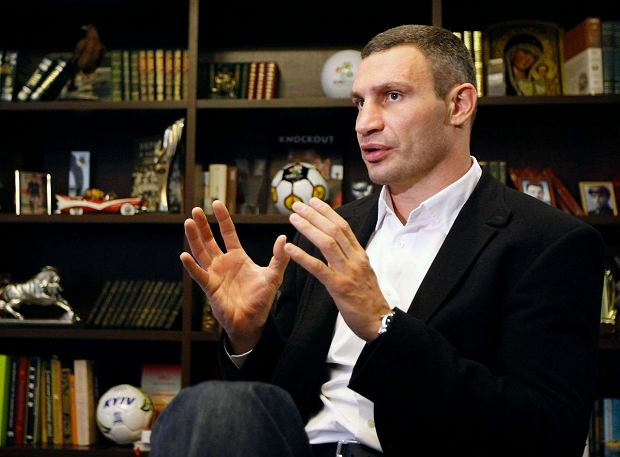 "Heavyweight boxing champion and UDAR (Punch) party leader Vitaly Klitschko speaks during an interview at his office in Kiev October 8, 2012. Klitschko is heading for a place in Ukraine's raucous parliament and he says he is squaring up for ""a fight without rules"" against President Viktor Yanukovich's ruling Party of the Regions. Picture taken October 8, 2012.  REUTERS/Anatolii Stepanov (UKRAINE - Tags: POLITICS ELECTIONS HEADSHOT SPORT BOXING) SLOWA KLUCZOWE: :rel:d:bm:GF2E8AA0ZQ402"