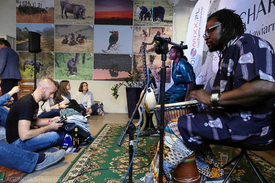 Urodzinowa impreza radia radiomixx.pl i koncert Mamadu Diouf w kawiarni Charlie