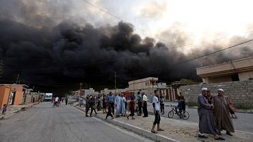 Dżihadyści podpalili szyby naftowe wokół irackiej Kajary