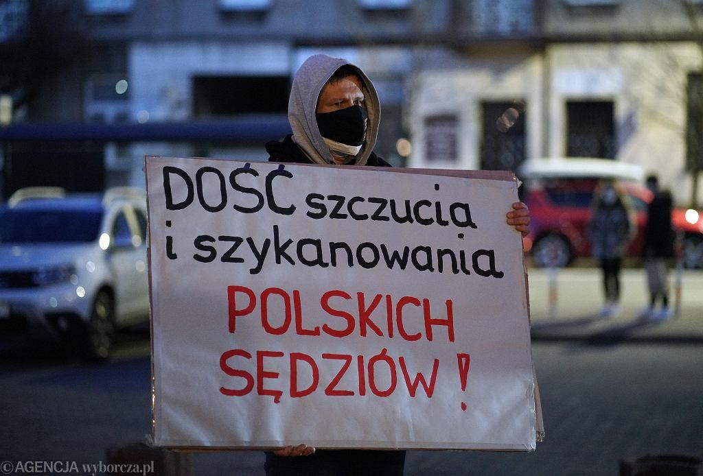 Manifestacja w obronie wolnych sądów
