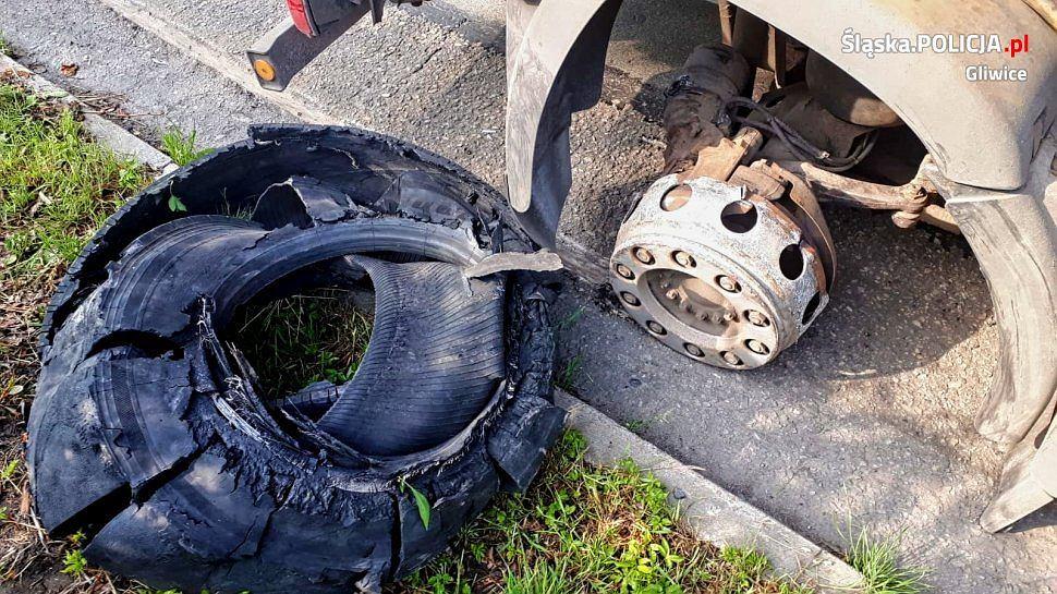Samochód ciężarowy przejechał 6 kilometrów bez opony.