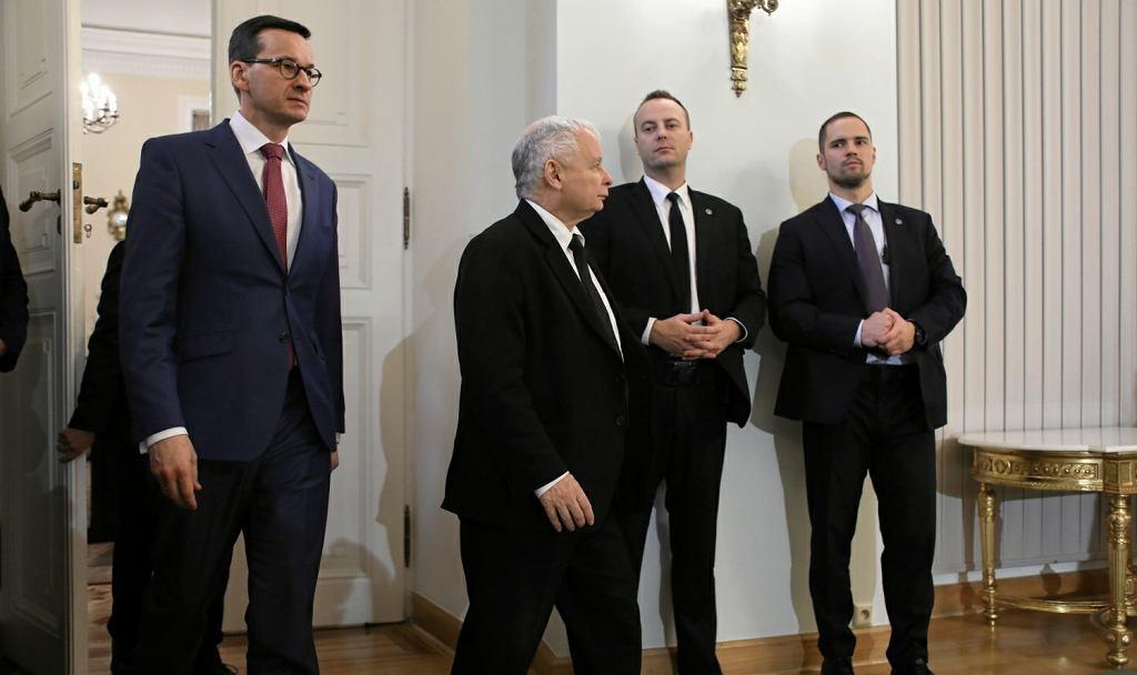 Mateusz Morawiecki i Jarosław Kaczyński na uroczystości przyjęcia dymisji premier Szydło