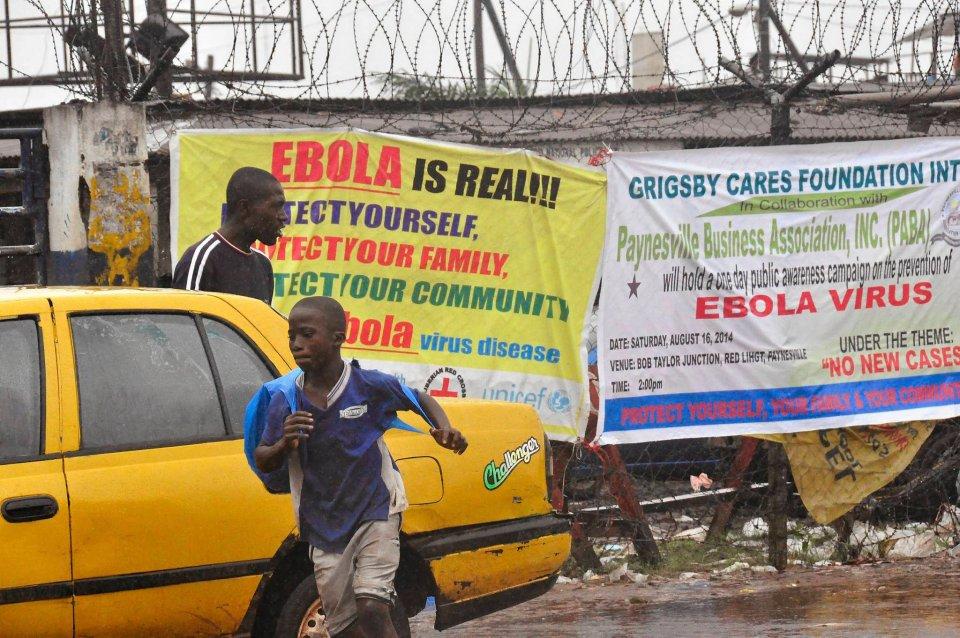 Monrowia w Liberii. Władze obawiają się rozszerzenia epidemii, po tym jak z ośrodka dla chorych uciekło 29 osób.
