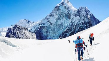 Grupa wspinaczy na Mount Everest