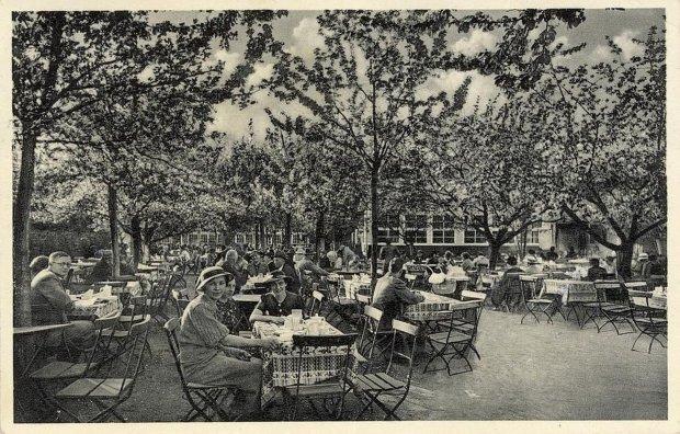 Zdjęcie numer 32 w galerii - Ogródki restauracyjne pierwsze tej wiosny i te przedwojenne [ARCHIWALNE ZDJĘCIA]