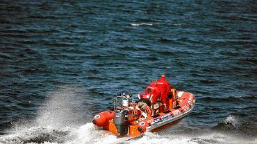 Kołobrzeg. Czterech skoczków spadochronowych wiatr zwiał do morza. Dwie osoby nie żyją. Zdjęcie ilustracyjne