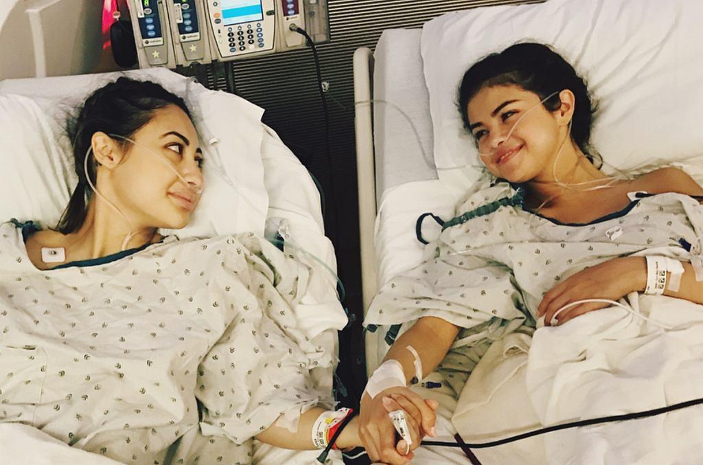 Selena Gomez z przyjaciółką