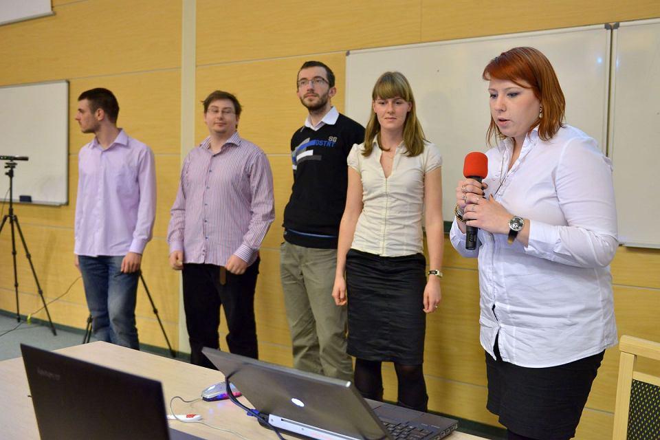 Zespół studentów pod wodzą Alicji Borzyszkowskiej prezentuje 'System do analizy ruchów postaci wspomagający proces rehabilitacji'