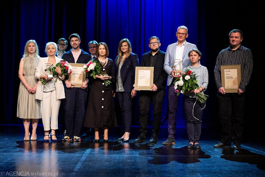 Laureaci plebiscytu Wydarzenie Kultury Strzały 2019/20 na scenie Teatru Starego w Lublinie