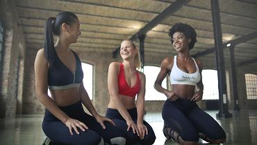 Strój sportowy damski. Jaki damski strój sportowy wybrać na fitness?
