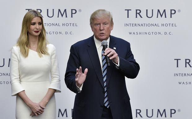 Ivanka Trump z ojcem podczas otwarcia jego nowego hotelu