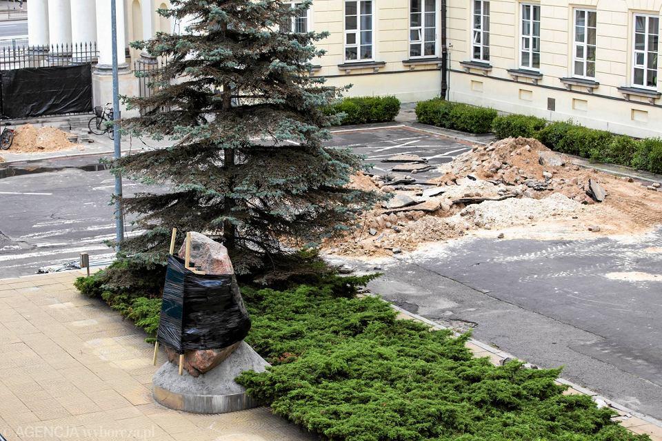 Zdjęcie numer 4 w galerii - Przebudowa dziedzińca przed ratuszem. Pomnik Lecha Kaczyńskiego chowany przed konserwatorem?